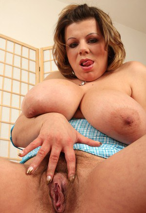 Milf with hairy pussy fucked by sexmachine 10