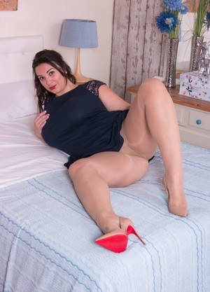 Chubby women in pantyhose