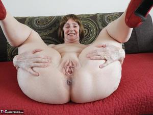 Thick grannys pussy